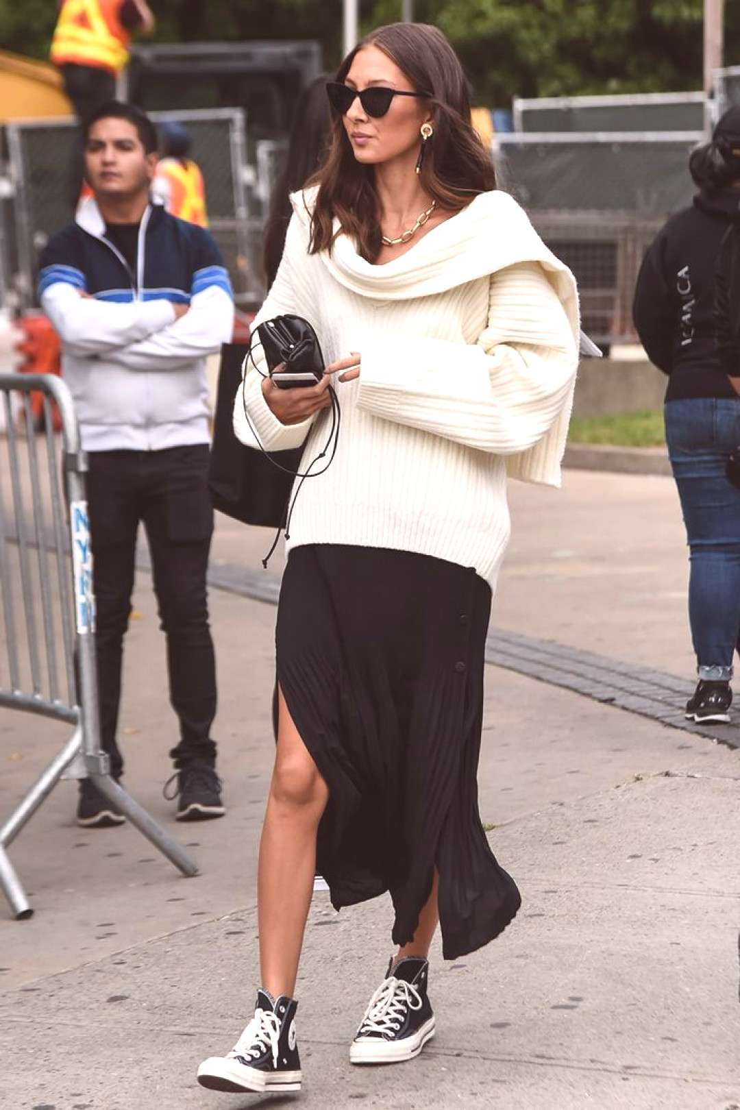 How to wear Converse Editor in white knit and midi skirt