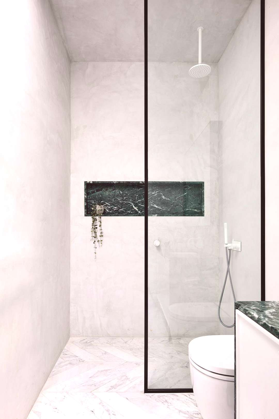 Minimal contemporary bathroom in white with a touch to accentuate its style