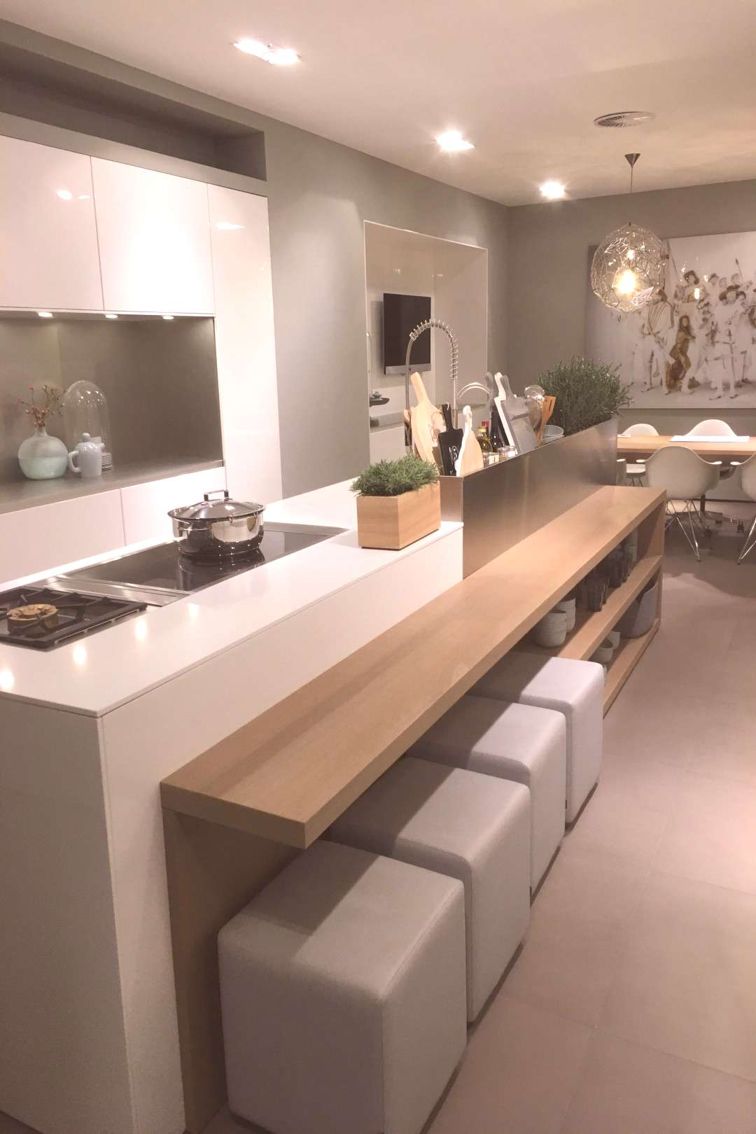 Modern kitchens use clever design and also smooth styles to produce an outstanding room to prepare,