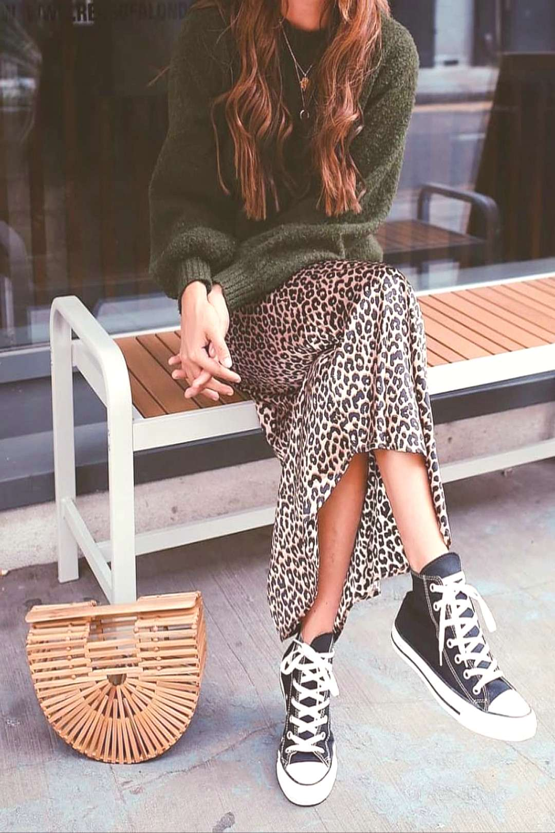 Outfit | Winter | Street style | Knitwear | Leopard skirt | All stars | Converse | Woven bag | Outf